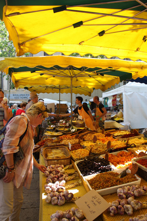 Outdoor market in Montpellier, France
